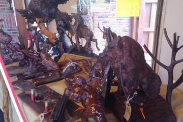 Elaboración de trofeos artesanos de caza